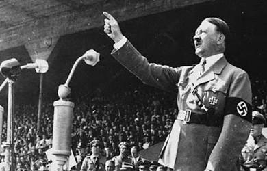 Un europarlamentario británico enseña a los jóvenes de su partido a hablar como Hitler